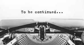 Για να συνεχιστεί Δακτυλογραφημένες λέξεις σε μια παλαιά εκλεκτής ποιότητας γραφομηχανή στοκ φωτογραφία με δικαίωμα ελεύθερης χρήσης