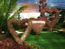 για την ημέρα βαλεντίνων ` s διαμορφωμένο καρδιά δέντρ&omic στοκ φωτογραφία με δικαίωμα ελεύθερης χρήσης