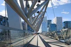 Για τους πεζούς γέφυρα και γραμμωτός κώδικας Akrobaten Στοκ Εικόνες