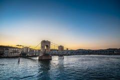 Για τους πεζούς γέφυρα πέρα από τον ποταμό Ροδανός στη Βιέννη, Γαλλία Στοκ Φωτογραφίες