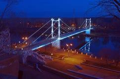 Για τους πεζούς γέφυρα πέρα από τον ποταμό Ural, νύχτα Στοκ εικόνες με δικαίωμα ελεύθερης χρήσης