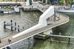 Για τους πεζούς γέφυρα Rijnhaven Στοκ Φωτογραφία
