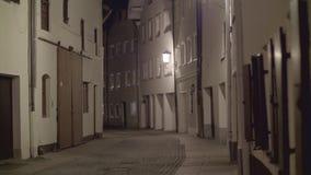 Για τους πεζούς οδός τη νύχτα απόθεμα βίντεο