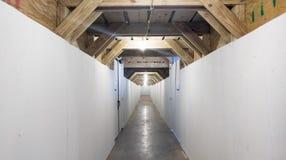 Για τους πεζούς σήραγγα σε ένα εργοτάξιο οικοδομής Στοκ Εικόνα