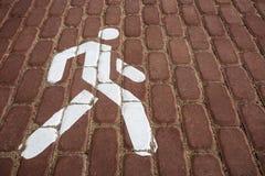 Για τους πεζούς σημάδι Ο για τους πεζούς δρόμος Το σημάδι είναι άσπρο Στοκ εικόνα με δικαίωμα ελεύθερης χρήσης