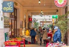 Για τους πεζούς στοά Udvar Gozsdu στη Βουδαπέστη, κατά τη διάρκεια των Χριστουγέννων Στοκ Εικόνα