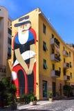 Γιγαντιαία γκράφιτι ενός ψαρά με τη γενειάδα, τον ικτίνο και το καπέλο στοκ εικόνα με δικαίωμα ελεύθερης χρήσης