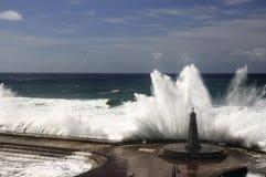 γιγαντιαία κύματα Στοκ εικόνα με δικαίωμα ελεύθερης χρήσης