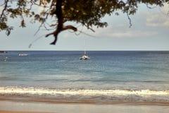Γιγαντιαία παραλία στη Νικαράγουα, ωκεάνιο τοπίο με τα τυρκουάζ νερά στοκ φωτογραφία με δικαίωμα ελεύθερης χρήσης