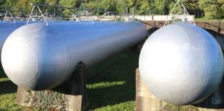Γιγαντιαίες κυλινδρικές δεξαμενές για την αποθήκευση του αερίου μεθανίου για το s Στοκ φωτογραφία με δικαίωμα ελεύθερης χρήσης