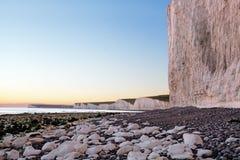 Γιγαντιαίοι άσπροι απότομοι βράχοι στην παραλία Birling Gap Στοκ Φωτογραφίες