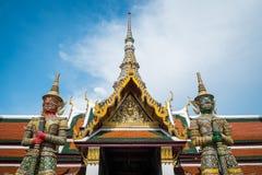 Γιγαντιαίοι φύλακες σε Wat Phra Kaew Στοκ Εικόνες
