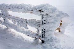 Γιγαντιαίος άσπρος παγετός σε ένα κιγκλίδωμα Στοκ Εικόνα