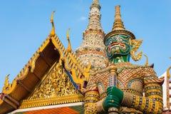 Γιγαντιαίο άγαλμα στο ναό του σμαραγδένιου Βούδα (pra Wat kaew), μεγάλο παλάτι, Μπανγκόκ, Ταϊλάνδη Στοκ Εικόνα
