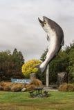 Γιγαντιαίο άγαλμα Salmons σε Rakaia, Νέα Ζηλανδία Στοκ Εικόνες