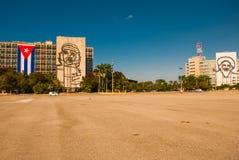 Γιγαντιαίο γλυπτό του Φιντέλ Κάστρου, Che Guevara στην πρόσοψη του Υπουργείου Εσωτερικών Plaza de Λα Revolucion Τετράγωνο επαναστ Στοκ Φωτογραφία