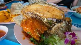 Γιγαντιαίο gourami, ψάρια με τη σάλτσα τσίλι Στοκ Φωτογραφία