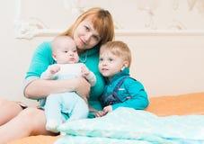 γιοι δύο μητέρων Στοκ Φωτογραφίες