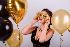 Γιορτάζοντας γυναίκα Άνθρωποι διακοπών Όμορφο κορίτσι με το τέλειο Μ στοκ φωτογραφίες με δικαίωμα ελεύθερης χρήσης