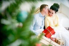 γιορτάζοντας ζεύγος Χρι Στοκ Φωτογραφία