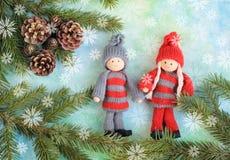 γιορτάστε τη φθορά santa μητέρων καπέλων κορών Χριστουγέννων εορτασμού Στοκ Φωτογραφία