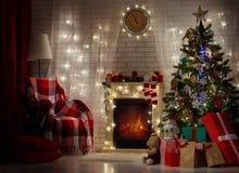 γιορτάστε τη φθορά santa μητέρων καπέλων κορών Χριστουγέννων εορτασμού στοκ φωτογραφία με δικαίωμα ελεύθερης χρήσης