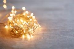 γιορτάστε τη φθορά santa μητέρων καπέλων κορών Χριστουγέννων εορτασμού Στοκ εικόνες με δικαίωμα ελεύθερης χρήσης