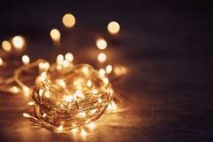 γιορτάστε τη φθορά santa μητέρων καπέλων κορών Χριστουγέννων εορτασμού Στοκ Εικόνες