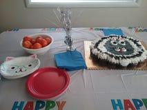 Γιορτή γενεθλίων γατών γατακιών cupcake στοκ εικόνες