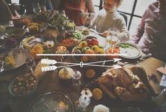Γιορτή οικογενειακών γευμάτων ημέρας των ευχαριστιών εικονιδίων στοκ εικόνα