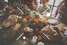 Γιορτή οικογενειακών γευμάτων ημέρας των ευχαριστιών εικονιδίων στοκ φωτογραφίες