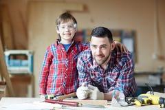 Γιος και πατέρας στοκ φωτογραφία με δικαίωμα ελεύθερης χρήσης