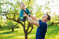 Γιος πατέρων και μικρών παιδιών Στοκ Φωτογραφία