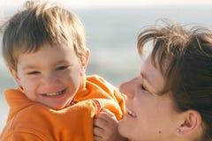 γιος πορτρέτου μητέρων στοκ φωτογραφίες με δικαίωμα ελεύθερης χρήσης
