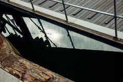 Γιοτ αντανάκλασης βόρειων αποβαθρών βαρκών θαλάσσιων λιμένων ουρανού μπλε θάλασσας υποβάθρου ηλιοβασιλέματος sailboat της Ολλανδί Στοκ Φωτογραφίες