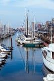 Γιοτ αντανάκλασης βόρειων αποβαθρών βαρκών θαλάσσιων λιμένων meny diffirent φως του ήλιου Scheveningen Χάγη Ολλανδία λιμένων ηλιο Στοκ Εικόνα