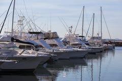 Γιοτ και βάρκες μηχανών που δένονται στη μαρίνα. Κόλπος του Nelson.  Αυστραλία. Στοκ φωτογραφία με δικαίωμα ελεύθερης χρήσης