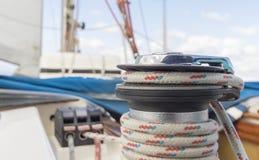Γιοτ κατά τη διάρκεια του regatta κατάπληξης το φθινόπωρο γύρω από την Ελλάδα Στοκ φωτογραφία με δικαίωμα ελεύθερης χρήσης