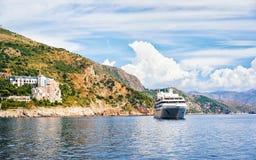 Γιοτ πολυτέλειας στο νησί Lokrum και την αδριατική θάλασσα Dubrovnik Στοκ φωτογραφία με δικαίωμα ελεύθερης χρήσης