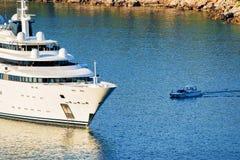 Γιοτ πολυτέλειας στο νησί Lokrum στην αδριατική θάλασσα σε Dubrovnik Στοκ εικόνα με δικαίωμα ελεύθερης χρήσης