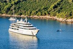Γιοτ πολυτέλειας στο νησί Lokrum της αδριατικής θάλασσας σε Dubrovnik Στοκ φωτογραφία με δικαίωμα ελεύθερης χρήσης