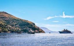 Γιοτ πολυτέλειας στο νησί Lokrum της αδριατικής θάλασσας Dubrovnik Στοκ Εικόνα