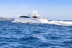 Γιοτ πολυτέλειας στη θάλασσα στοκ φωτογραφία με δικαίωμα ελεύθερης χρήσης
