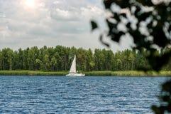 Γιοτ στις όχθεις του ποταμού Στοκ Εικόνα