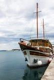 Γιοτ στο θαλάσσιο λιμένα της διάσπασης, Κροατία στοκ φωτογραφία με δικαίωμα ελεύθερης χρήσης