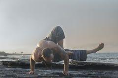 γιόγκα άσκησης ατόμων Στοκ Φωτογραφίες