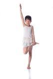 Γιόγκα άσκησης μικρών κοριτσιών Στοκ φωτογραφία με δικαίωμα ελεύθερης χρήσης