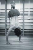 Γιόγκα ατόμων handstand Στοκ φωτογραφίες με δικαίωμα ελεύθερης χρήσης