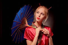 Γκέισα με την ομπρέλα Στοκ εικόνα με δικαίωμα ελεύθερης χρήσης