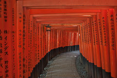 Γκέιτς στο ναό Fushimi Inari Στοκ εικόνα με δικαίωμα ελεύθερης χρήσης